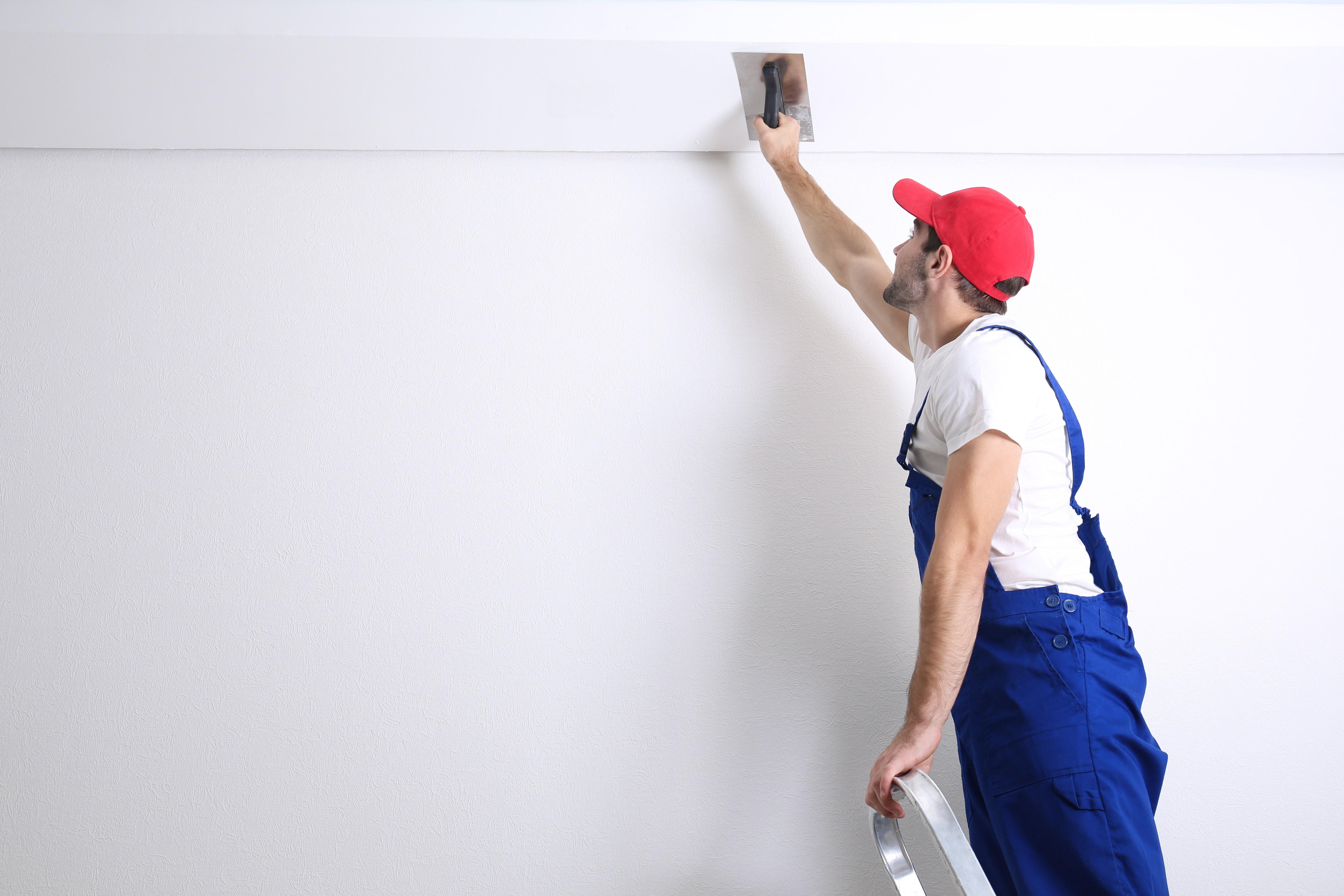 Как шпаклевать потолок?